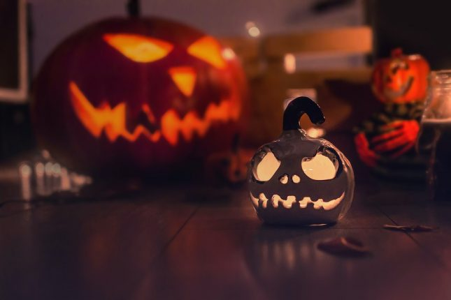 10 simple yet exciting ways to celebrate Halloween indoors